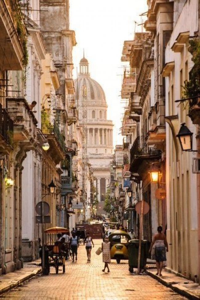 VIAJE GRUPAL A CUBA DESDE CORDOBA - Buteler en La Habana